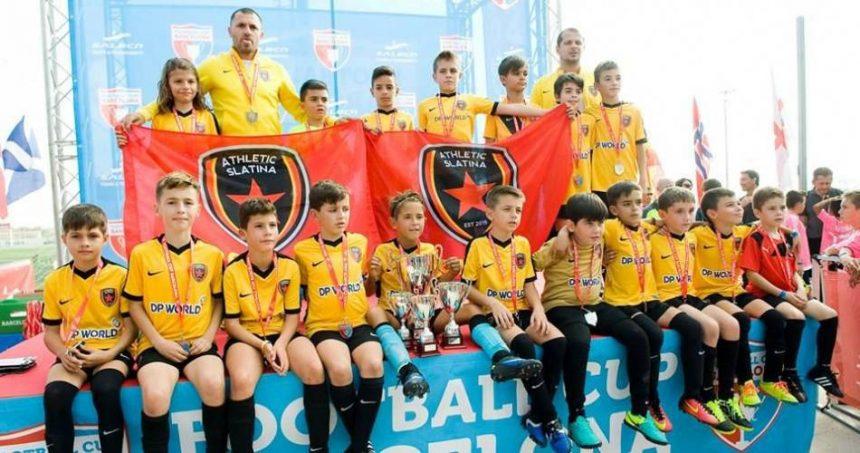 Micii fotbaliști din Slatina, pregătiți pentru turnee internaționale