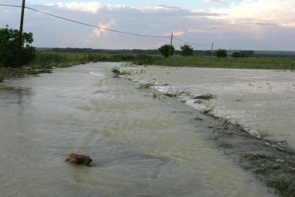 """Doljenii de la Dunăre, alertaţi: """"Cod Portocaliu de inundații"""""""
