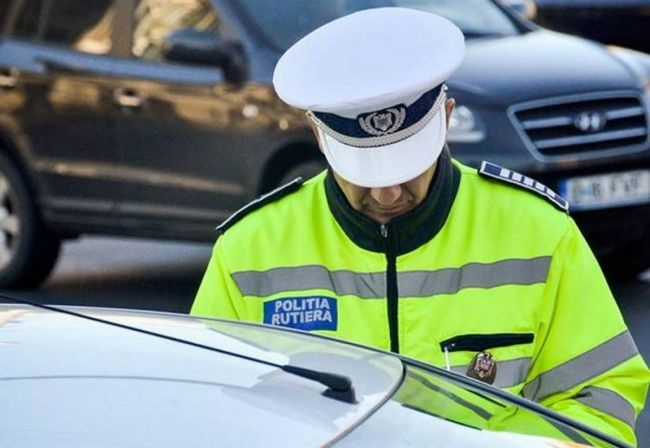 Șofer sancționat de polițiști pentru trei infracțiuni