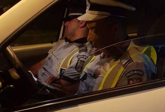 Polițist acuzat că a adormit în mașina de serviciu