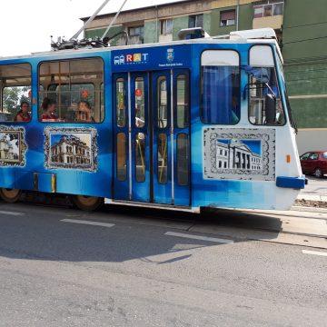 Accident în tramvai. Unei femei i-a căzut o lampă în cap