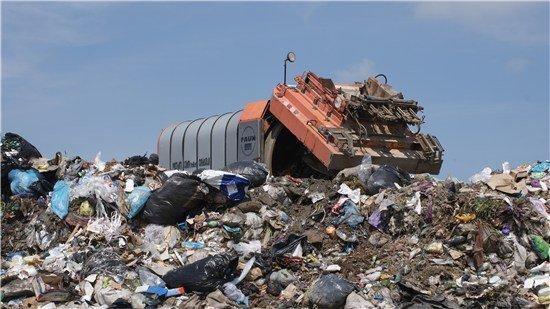 Oprescu: Primăriile au obligaţia să-şi asigure cu o firmă colectarea gunoiului