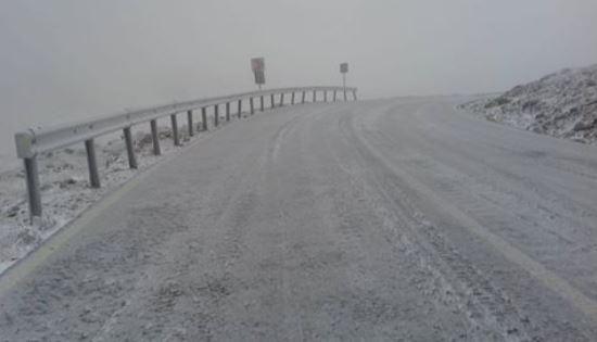 Zăpadă de 7 metri pe Transfăgărășan