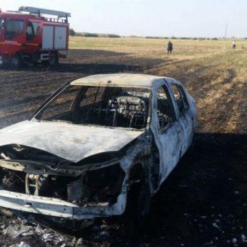 Ghinion pentru un oltean. I-a luat foc mașina într-un incendiu de vegetație uscată
