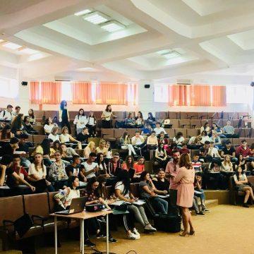 Peste 300 de elevi din Dolj, sprijiniţi să-şi găsească un loc de muncă după absolvire