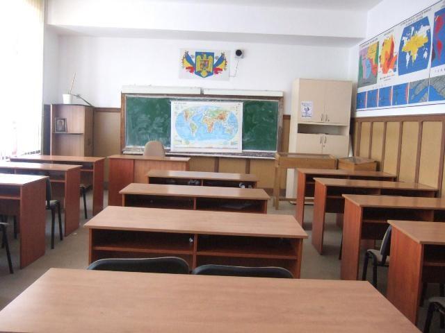 Ministrul Educaţiei a trimis Corpul de Control în şcolile din ţară pentru analiza situaţiei elevilor
