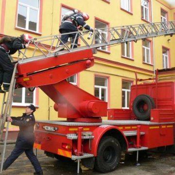 Evacuaţi, de teama focului