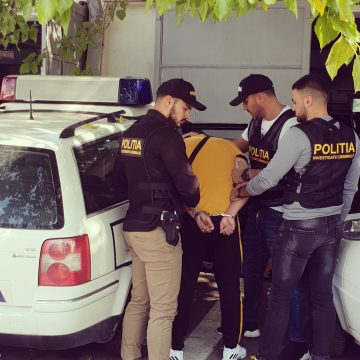 Video/ Un craiovean, arestat pentru torturarea unei familii de italieni