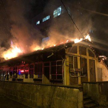 VIDEO/Incendiul de la Piaţa Veche a pornit de la o lumânare