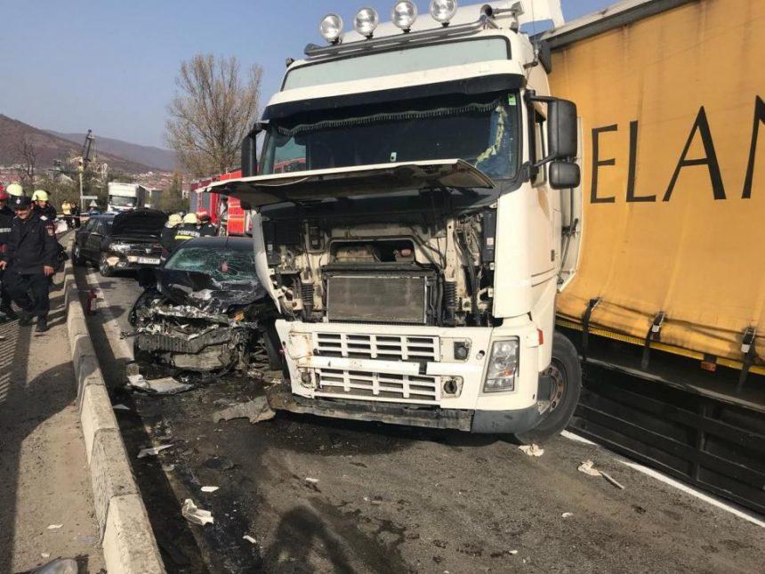 Doi șoferi gorjeni s-au ciocnit în Mehedinți