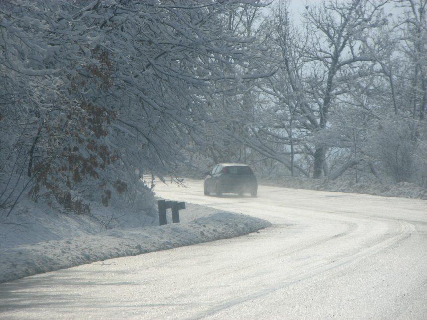 ANM. Ninsori, polei, vânt puternic și frig, de luni dimineață până marți