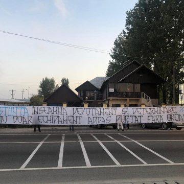 """Cantonamentul lui FCU, asediat de ultrași! """"Luați-o drept un ultimatum!"""""""