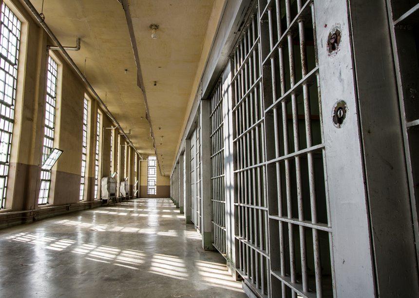 Fostul angajat al CE Oltenia, care şi-a înjunghiat în decembrie soţia în faţa Policlinicii Motru, s-a sinucis în penitenciar