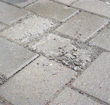 Ce se mai fură în Oltenia: Pavele de pe străzile aflate în reabilitare