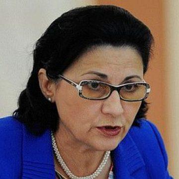Profesorii o acuză pe Ecaterina Andronescu că vrea să trimită jumătate din elevii de clasa a 8-a la şcolile profesionale