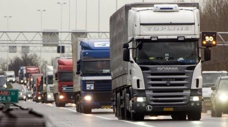 Transportatorii români, aşteptaţi să protesteze la Parlamentul European