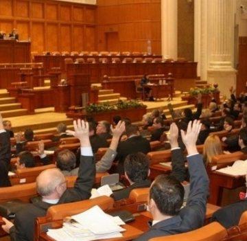 Deputaţii votează moţiunile simple la adresa lui Eugen Teodorovici şi Tudorel Toader