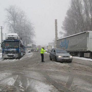 363 de tone de material antiderapant au fost răspândite în Vâlcea