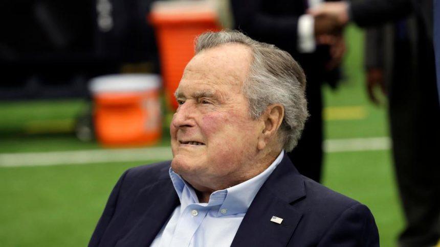 """""""Misiune îndeplinită"""". Sully, câinele lui George H.W. Bush îşi va însoţi stăpânul pe ultimul drum"""