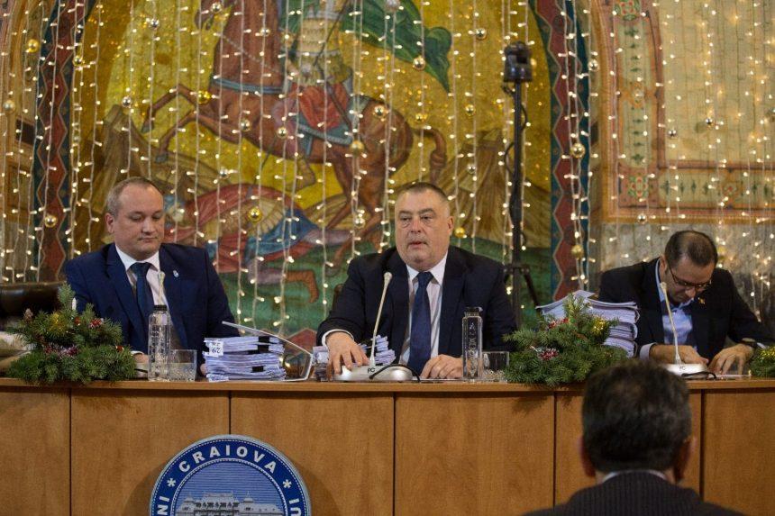Craiovenii vor plăti mai mult pentru căldură şi curăţenie. A fost ceartă în Consiliul Local pe aceste majorări