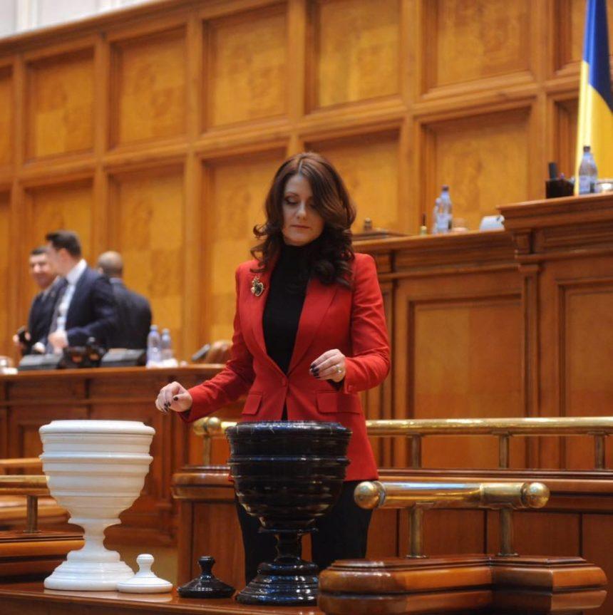 """Eliza Peța-Ștefănescu, deputat PSD de Dolj: """"Legea tuberculozei le oferă pacienților o viață cât mai apropiată de normalitate"""""""