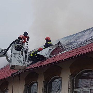 VIDEO/Incendiu la Liceul Auto. 50 de copii, evacuaţi
