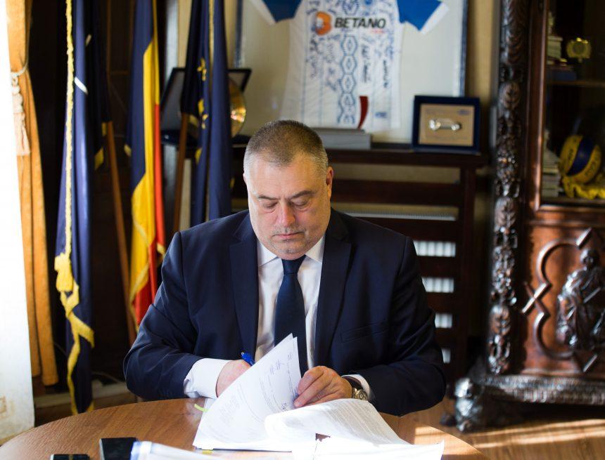 Contractul pentru Casa Rusănescu, semnat şi de primarul Craiovei