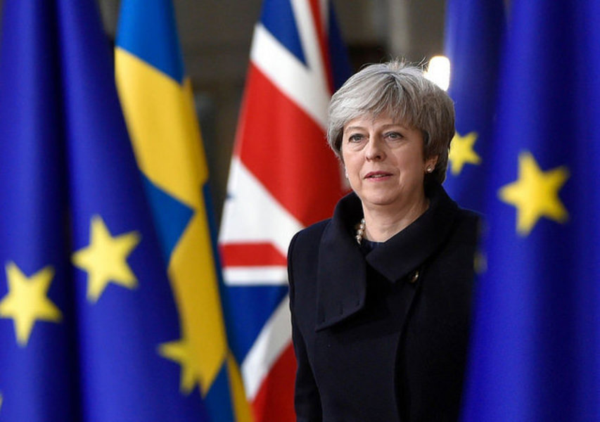 Theresa May a demisionat