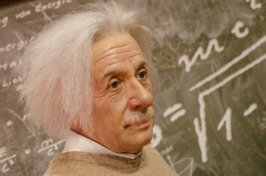 """""""Scrisoarea despre Dumnezeu"""" a lui Einstein, vândută pentru aproape 3 mil. dolari"""