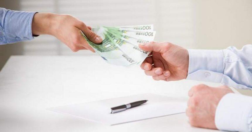 Firmele nu vor mai putea transfera bani prin internet banking fără să prezinte documente justificative legale