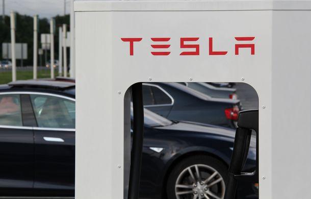 Tesla vine cu staţiile de încărcare pentru maşini electrice în România