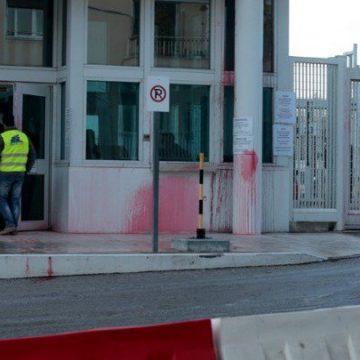 Ambasada americană la Atena a fost atacată cu vopsea roşie