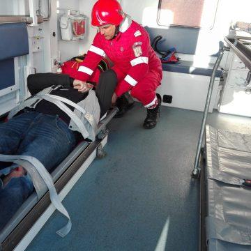 VIDEO/ O familie cu un copil de cinci ani, la spital în urma unui accident. Soţul ar fi adormit la volan