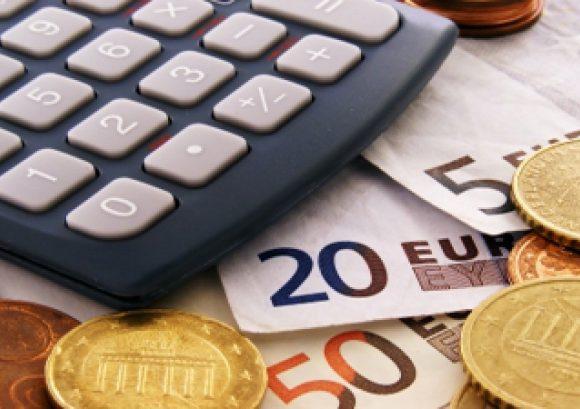 Euro a trecut pragul de 4,76 lei