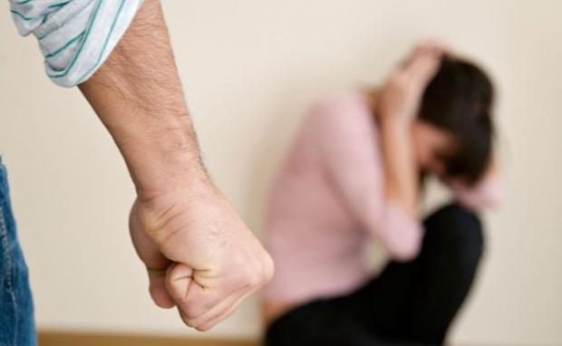 Gorjeancă agresată de soț! Bărbatul, evacuat din locuință
