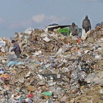 Maşinile cu gunoiul Doljului nu intră încă la Mofleni