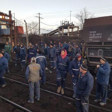 Vagoane cu cărbune, blocate de mineri. Ce au de gând energeticienii doljeni