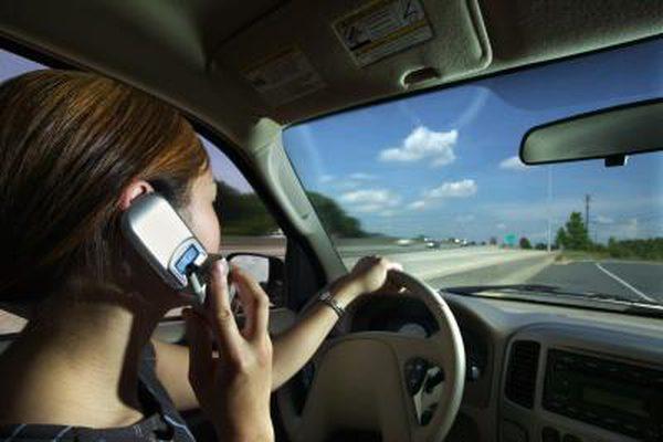 Legea pentru pedepsirea mai aspră a folosirii telefonului la volan sau pe bicicletă, în dezbatere publică