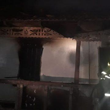 Casa unei bătrâne, distrusă de un incendiu