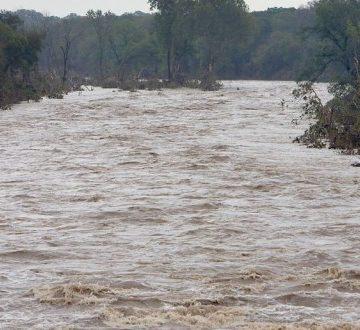 Inundații în Mehedinți. Oameni evacuați din case