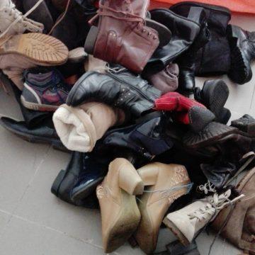 Poliţia Locală a confiscat încălțăminte, articole gablonțuri și genți de damă