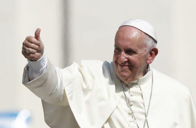 Papa Francisc vine în România