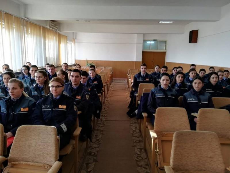 Viitori agenţi de Poliţie, în practică la IPJ Mehedinți