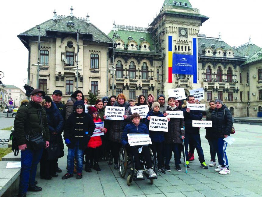 Persoanele cu dizabilităţi şi-au cerut drepturile în stradă