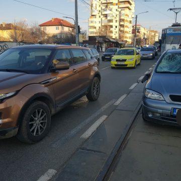 Pieton lovit de o masina, pe Calea Bucuresti