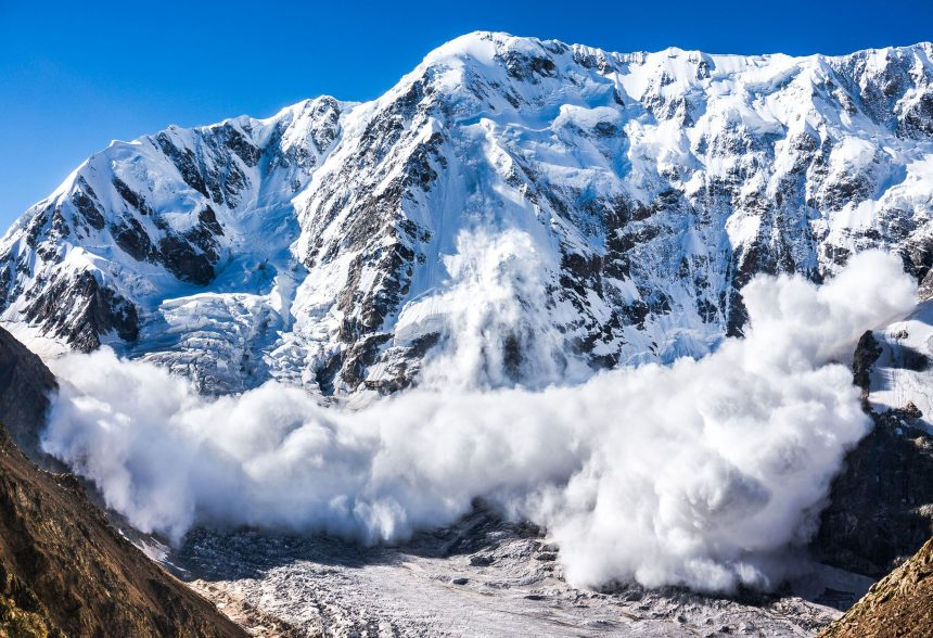 Unul dintre turiștii surprinși de avalanșa din Munții Călimani a murit