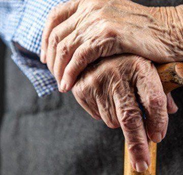 Bătrân din Novaci, păcălit de trei indivizi