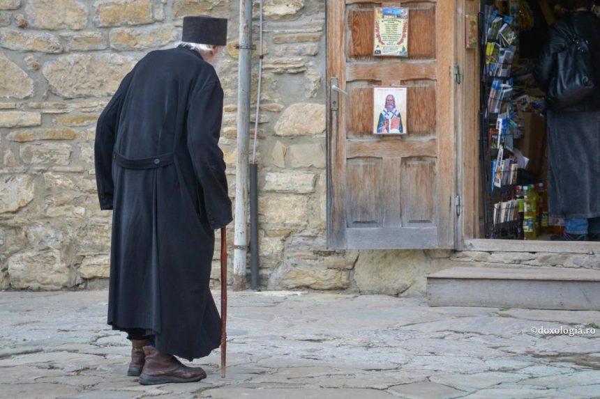 Călugăr vâlcean, găsit spânzurat în chilia sa