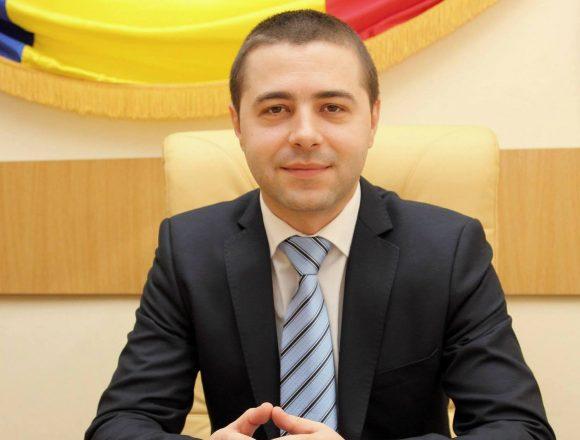 Mehedinți: Viceprimarul Severinului cheamă copiii la dentist