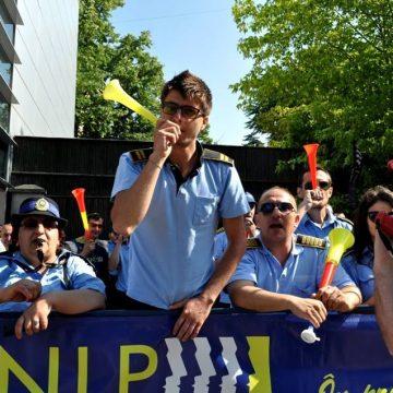 Poliţiştii și angajații din penitenciare ies în stradă